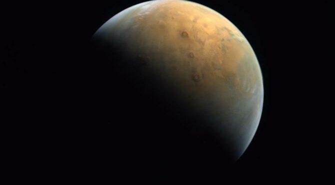 'Umut ', çektiği ilk Mars fotoğrafını Dünya 'ya yolladı