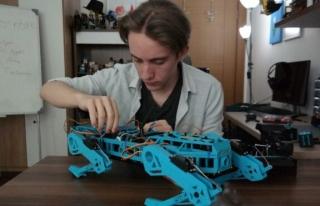 18 yaşındaki Halid 'robot köpek'le uluslararası...