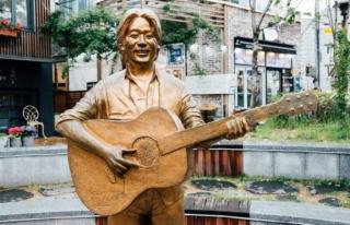 25 yıl önce önce ölen şarkıcı yapay zeka sayesinde...