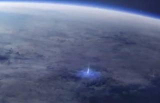 Dünya 'dan uzaya yayılan mavi ışık huzmesinin...