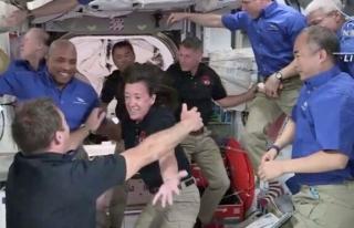 Space X ve NASA'nın gönderdiği astronotlar Dünya'ya...