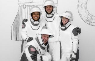 SpaceX'in Inspiration4 ekibinin kostümleri belli...