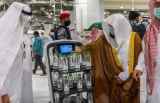 Suudi Arabistan'dan hac kararı: Zemzem şişelerini...