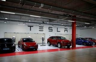 Tesla, çalışanları tarafından ırkçılıkla...